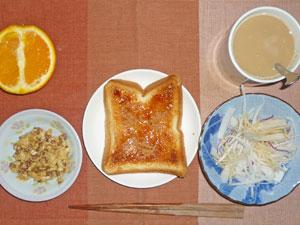 イチゴジャムトースト,大根のサラダ,スクランブルエッグ,オレンジ,コーヒー