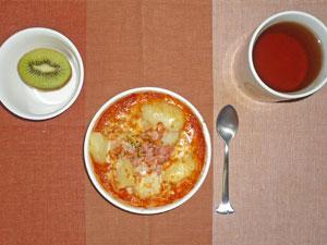 ポテトのトマトグラタン,キウイフルーツ,紅茶