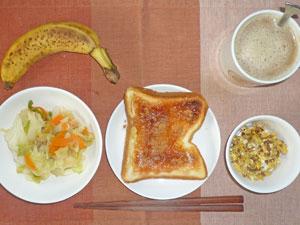 イチゴジャムトースト,野菜炒め,スクランブルエッグ,バナナ,コーヒー