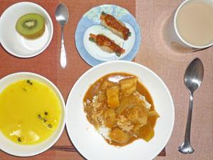 カレーライス,かぼちゃスープ,肉野菜巻き,キウイフルーツ,ミルクティー