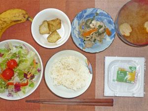 納豆ご飯,サラダ,あげジャガ,鶏の野菜蒸し,麩のみそ汁,バナナ