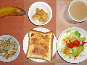 イチゴジャムトースト,サラダ,鶏野菜蒸し,あげジャガ,バナナ,コーヒー