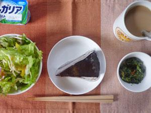 チョコレートケーキ,サラダ,ほうれん草,ヨーグルト,コーヒー