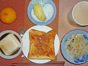 イチゴジャムトースト,豆腐,もやしのおひたし,蒸しジャガ,温州ミカン