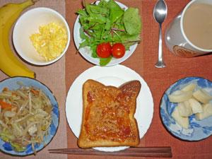 イチゴジャムトースト,野菜炒め,サラダ,スクランブルエッグ,バナナ,コーヒー