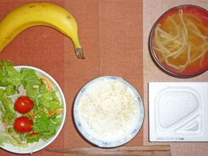 納豆ご飯,サラダ,もやしのみそ汁,バナナ