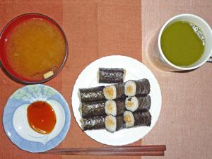 納豆巻き,わかめのみそ汁,緑茶