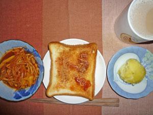 イチゴジャムトースト,蒸しジャガ,野菜のトマト味噌の煮込み,ミルクティー