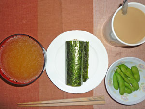 納豆巻き,トン汁風みそ汁,枝豆,コーヒー