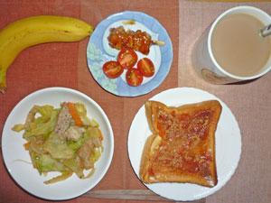 イチゴジャムトースト,蒸し野菜炒め,トマト,焼き鳥,バナナ,コーヒー