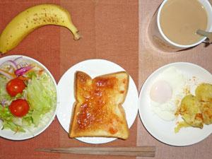 イチゴジャムトースト,目玉焼き,蒸しジャガ,サラダ,バナナ,コーヒー