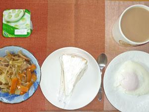 チーズケーキ,蒸し野菜,目玉焼き,アロエヨーグルト,コーヒー