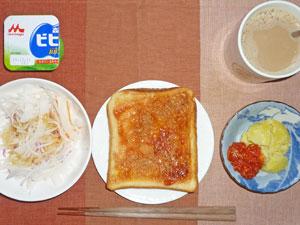 イチゴジャムトースト,大根サラダ,蒸しジャガとトマトソース,ヨーグルト,コーヒー