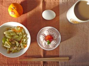イチゴケーキ,蒸し野菜,ゆで卵,ミカン,コーヒー