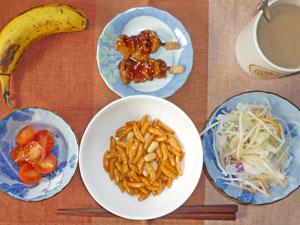 柿の種,プチトマトサラダ,大根サラダ,焼き鳥,バナナ,コーヒー