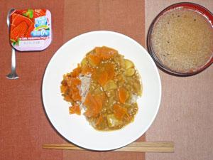 カレーライス,福神漬け,豚汁,ヨーグルト