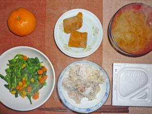 納豆ご飯,ほうれん草とミックスベジタブルのソテー,カボチャの煮つけ,玉ねぎのみそ汁,ミカン
