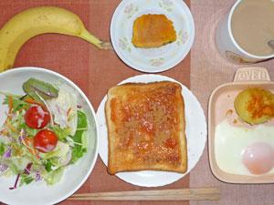 イチゴジャムトースト,目玉焼き,蒸しじゃが,サラダ,カボチャの煮つけ,バナナ,コーヒー