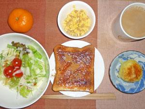 イチゴジャムトースト,サラダ,蒸しじゃが,スクランブルエッグ,ミカン,コーヒー