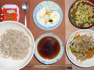 年越しそば,野菜炒め,漬物,納豆汁,ヨーグルト