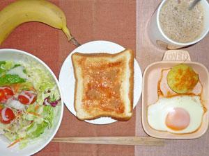 イチゴジャムトースト,目玉焼き,蒸しじゃが,サラダ,コーヒー,バナナ