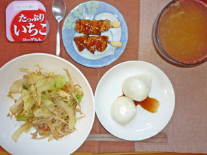 丸餅,野菜炒め,焼き鳥,豚汁,ヨーグルト