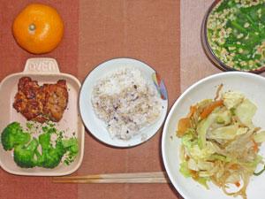 五穀米ご飯,鶏のパストラミ,温野菜,野菜炒め,納豆汁,ミカン