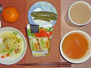 テリたまサンドイッチ,蒸し野菜,インゲンの煮物,トマトスープ,ミカン,コーヒー