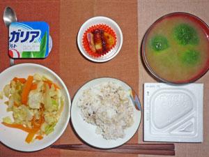 納豆ご飯,野菜炒め,天ぷら,ブロッコリーのみそ汁,ヨーグルト