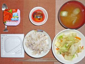 納豆ご飯,蒸し野菜,天ぷら,玉ねぎのみそ汁,ヨーグルト