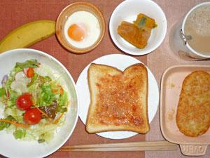 イチゴジャムトースト,サラダ,ハッシュドポテト,カボチャの煮物,目玉焼き,バナナ,コーヒー