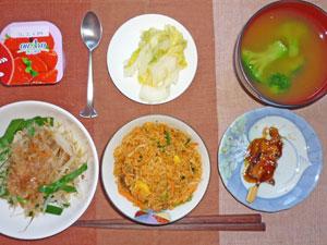ビビンバご飯,もやしとニラの温野菜,焼き鳥,白菜の漬物,ブロッコリーのみそ汁,ヨーグルト