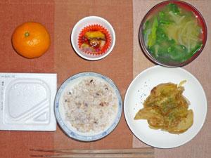 納豆ご飯,和風ジャーマンポテト,天ぷら,ほうれん草と玉ねぎのみそ汁,ミカン
