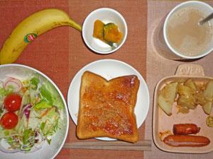 イチゴジャムトースト,ソーセージ,ジャーマンポテト,サラダ,カボチャの煮つけ,バナナ,コーヒー