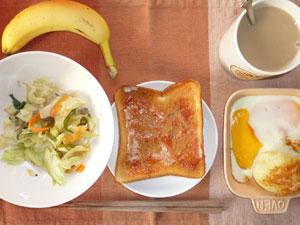 イチゴジャムトースト,目玉焼き,蒸しじゃが,野菜炒め,バナナ,コーヒー