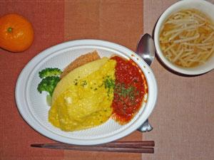半熟卵のオムライス,もやしのスープ,ミカン