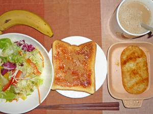 イチゴジャムトースト,サラダ,ハッシュドポテト,バナナ,コーヒー,(鶏のから揚げ,焼き鳥 写真に載っていませんが食べました)