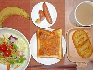 イチゴジャムトースト,ハッシュドポテト,サラダ,ソーセージ,バナナ,コーヒー