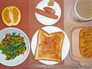 イチゴジャムトースト,ほうれん草のソテー,ハッシュドポテト,ソーセージ,オレンジ,コーヒー