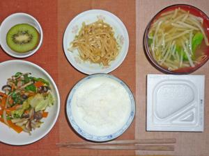 納豆ご飯,中華風野菜炒め,もやしのナムル,ブロッコリーともやしのみそ汁,キウイフルーツ