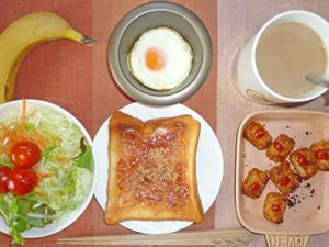 イチゴジャムトースト,サラダ,目玉焼き,コロコロポテト,バナナ,コーヒー