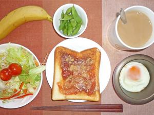 イチゴジャムトースト,目玉焼き,サラダ,枝豆,バナナ,コーヒー