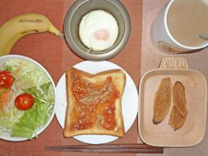 イチゴジャムトースト,干し芋,サラダ,目玉焼き,バナナ,コーヒー