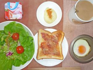 イチゴジャムトースト,サラダ,目玉焼き,蒸しじゃが,ヨーグルト,コーヒー