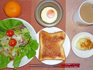 イチゴジャムトースト,サラダ,目玉焼き,蒸しじゃが,ミカン,コーヒー