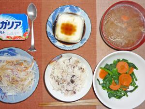 五穀米,大根のサラダ,ニンジンとほうれん草のソテー,温奴,豚汁,ヨーグルト