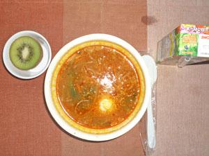 ビビンバ風クッパ,野菜ジュース,キウイフルーツ