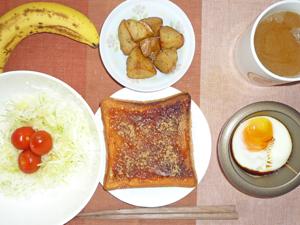 イチゴジャムトースト,揚げジャガ,目玉焼き,サラダ,バナナ,コーヒー