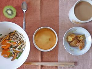 ベイクドチーズケーキ,揚げジャガ,野菜炒め,キウイフルーツ,コーヒー