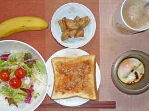 イチゴジャムトースト揚げジャガ,サラダ,目玉焼き,バナナ,コーヒー